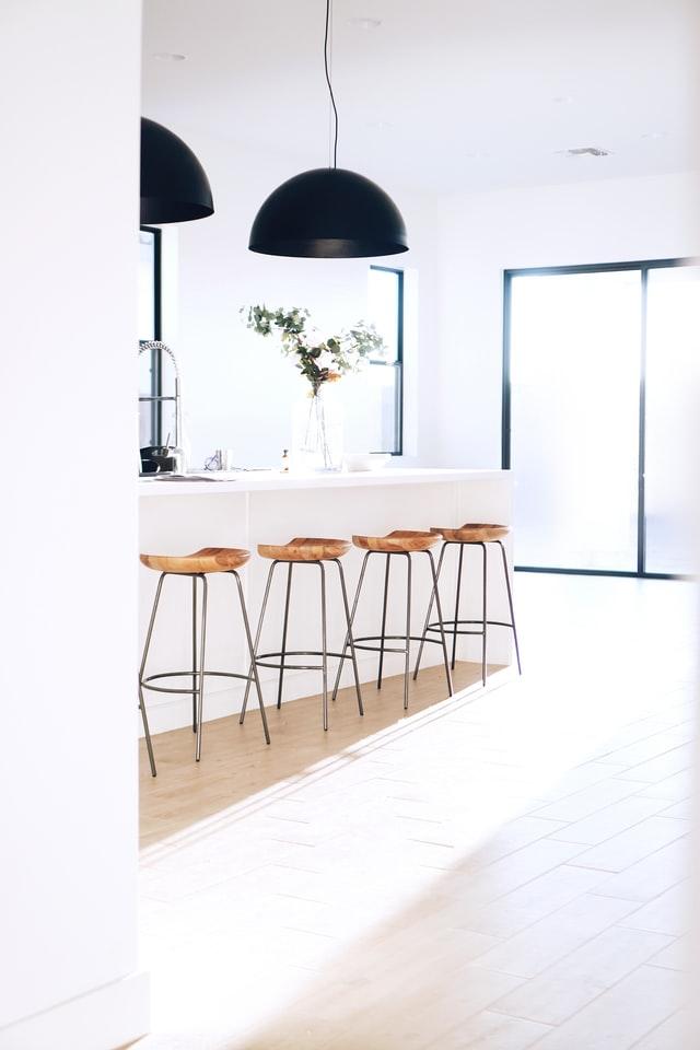 Postaraj się, żeby przed wizytą inwestora pozbyć się z mieszkania dodatkowych mebli i przedmiotów. Pozwoli to chętnym na zakup wyobrazić sobie nową przestrzeń